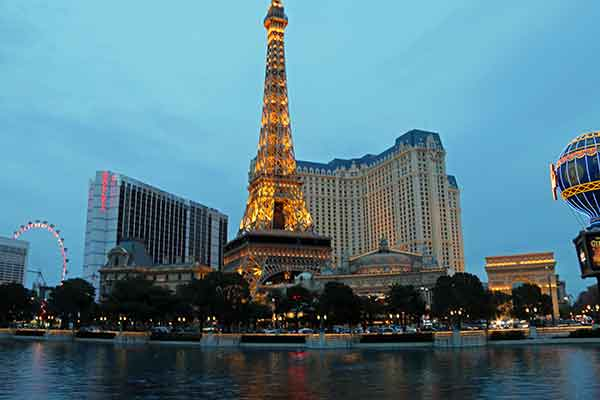 Moonlight dining beneath the Eiffel Tower on the Las Vegas Srtip