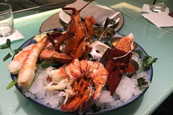 Las Vegas The Bellagio - Not a burger in sight: succulent seafood platter.